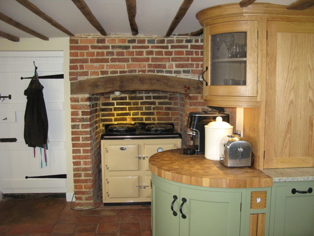 High Halden, East Sussex Traditional English kitchen curved units