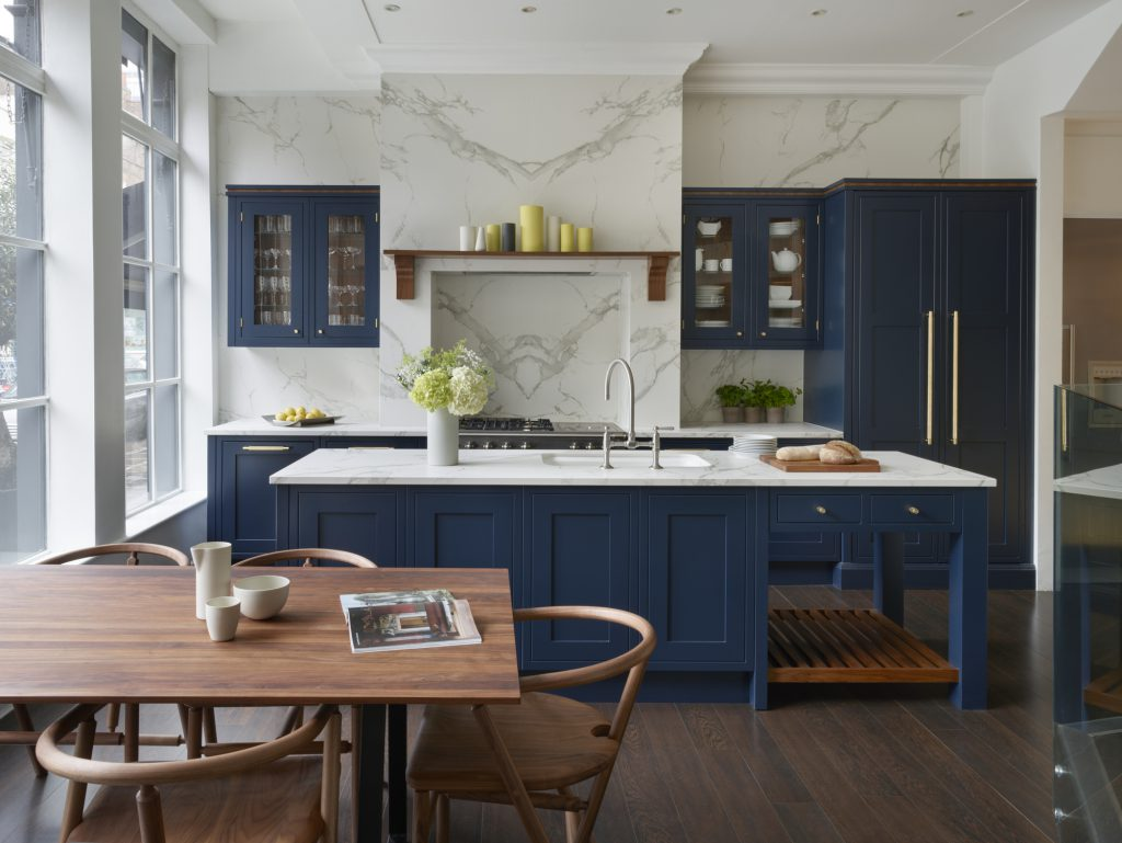 Eridge Road, Crowborough Navy blue Traditional kitchen with table
